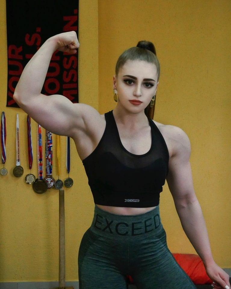 "Watch ""Muscle Barbie"" Julia Vins To Hit 165kg Bench Press!"